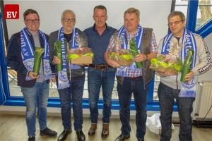 Die Fortunen ehrten langjährige Mitglieder (v.l.): David Brinkmann (25 Jahre), Heinz Meier (50 Jahre), Martin Westkamp (50 Jahre) und Klaus Voßkuhl (40 Jahre) wurden von Stefan Schmiemann (Mitte) beglückwünscht.