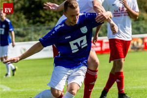 Fortune Steffen Neumann (blaues Trikot) peilt mit seinem Team die Pokalsensation an.