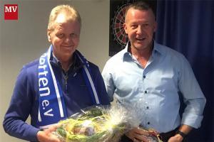 Georg Tecklenborg (l.) ist seit 50 Jahren Fortuna-Mitglied, Vorsitzender Stefan Schmiemann (r.) seit 40 Jahren.
