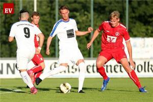 Neu-Fortune Marcus Meinigmann (am Ball) erzielte zwei Treffer beim 3:3 gegen seinen Ex-Klub Borussia. Für den Gast traf Nils Fontein (re.) zur frühen Führung.